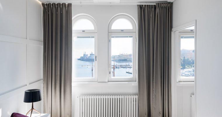 Myydään upea ja valoisa kattohuoneisto merellisessä Kruununhaassa