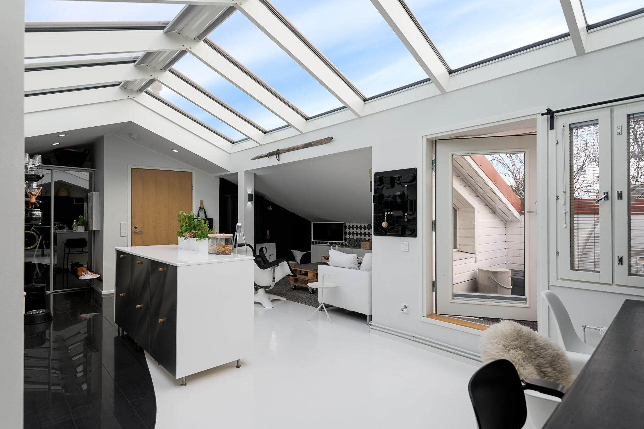 Lasikatto ja kattoterassi – upea kattohuoneisto Meilahdessa