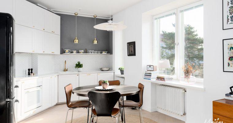 Kauniisti remontoitu parvekkeellinen asunto Lauttasaaressa
